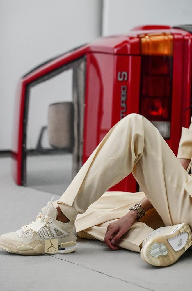 The design of Virgil Abloh is the main color of cream, allowing the experience to easily combine costumes.